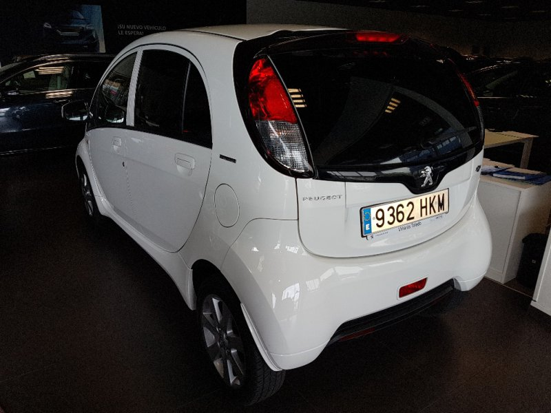 Peugeot ION - -