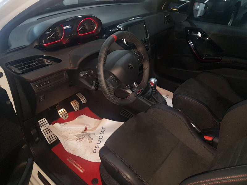 Peugeot 208 GTi by PEUGEOT SPORT GTi by Peugeot Sport