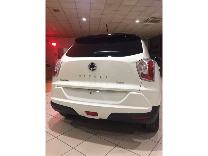 Ssangyong tivoli d16t sass limited equipamiento completo - Tapiceria granollers ...