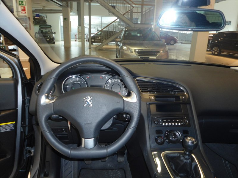 Peugeot 5008 STYLE 1.6 BLUE HDI 120